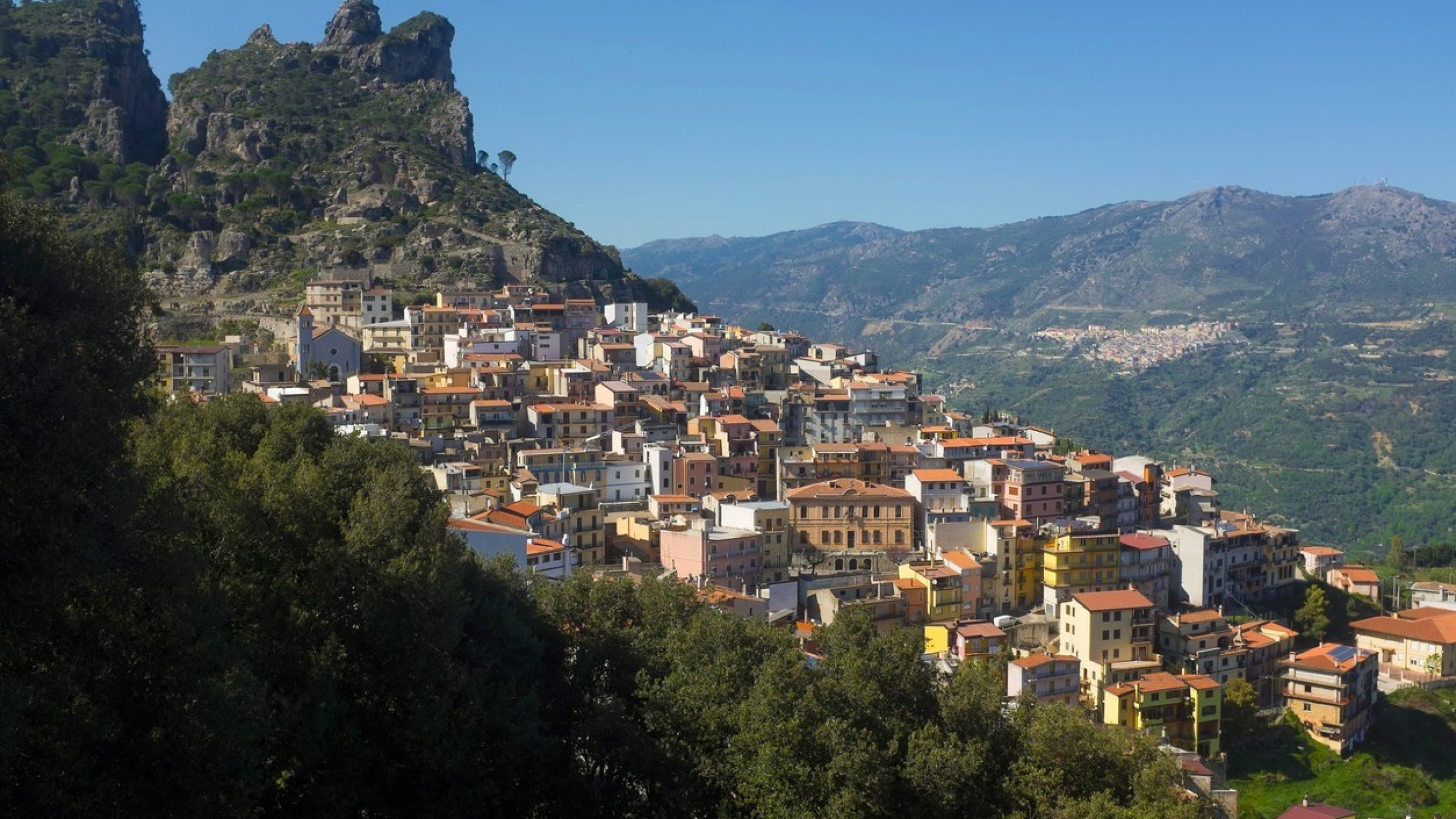 The mountain region of Sardinia, especially the eastern province of Nuoro, is a stronghold of longevity. A noteworthy point: men live just as long as women, while life expectancy in the industrialised world is lower by about seven years for men. One prominent example was Antonio Todde, who died in 2002 shortly before his 113th birthday – as the world's officially oldest man.